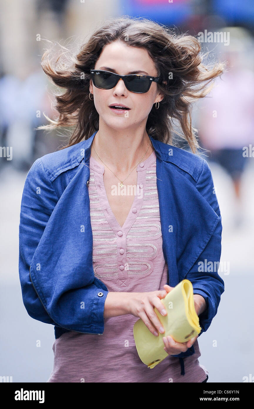 Keri Russell, walks to the 'Running Wilde' film set in Downtown Manhattan out and about for CELEBRITY CANDIDS - Stock Image