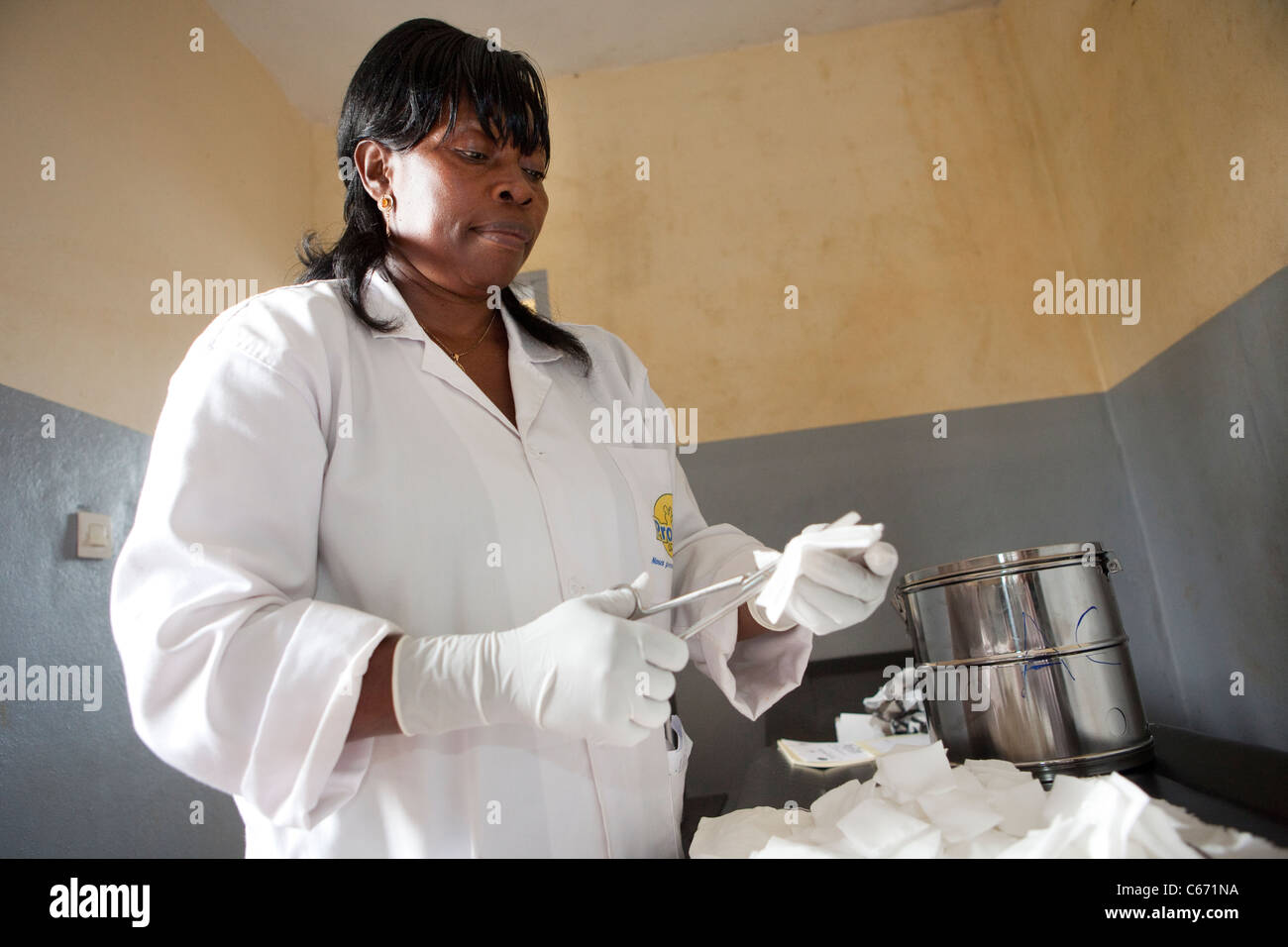 A nurse works in a clinic in Yaounde, Cameroon, West Africa. - Stock Image