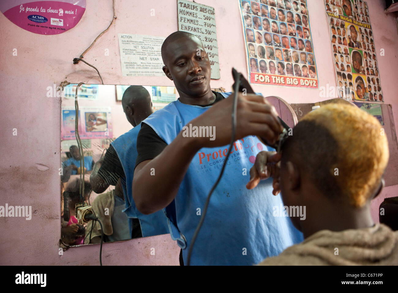 A barber cuts hair in Yaounde, Cameroon, West Africa Stock