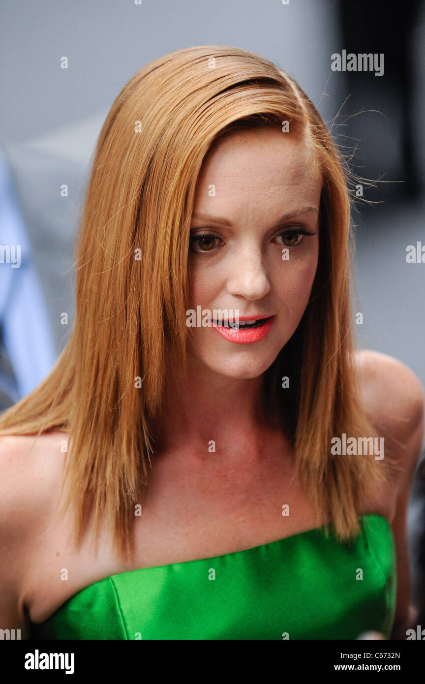 Jayma Mays, enters the Ziegfeld Theatre at the premiere of THE SMURFS, out and about for CELEBRITY CANDIDS - SUN, - Stock Image