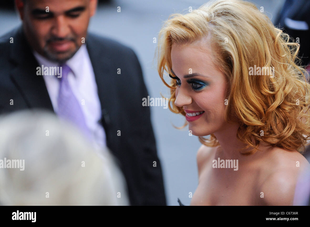 Katy Perry, enters the Ziegfeld Theatre at the premiere of THE SMURFS, out and about for CELEBRITY CANDIDS - SUN, - Stock Image
