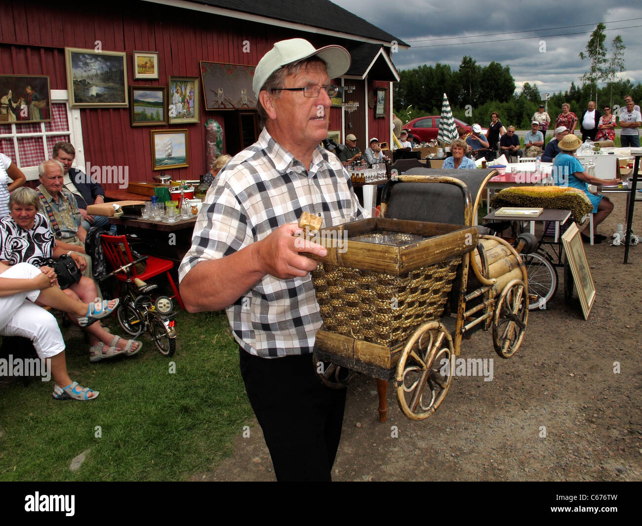 Scandinavia Finland open-air Auction at Antique house, selling offering second-hand household products - Stock Image