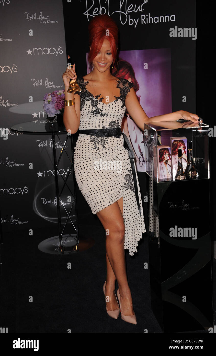 Rihanna at in-store appearance for Rihanna Launches Reb'l Fleur Fragrance, Macy's Herald Square Department - Stock Image
