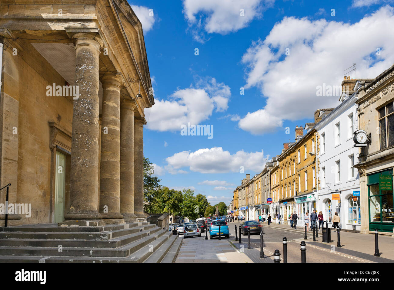 Centre of the Cotswold market town of Chipping Norton with the Town Hall to the left, Oxfordshire, England, UK - Stock Image
