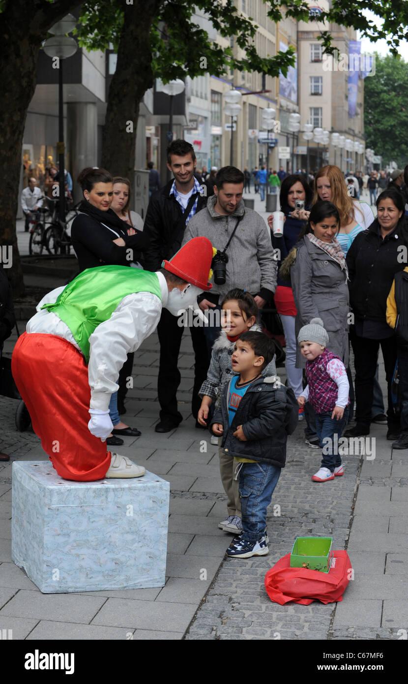 Mime artist entertaining crowds in Munich Bavaria Germany Munchen Deutschland - Stock Image