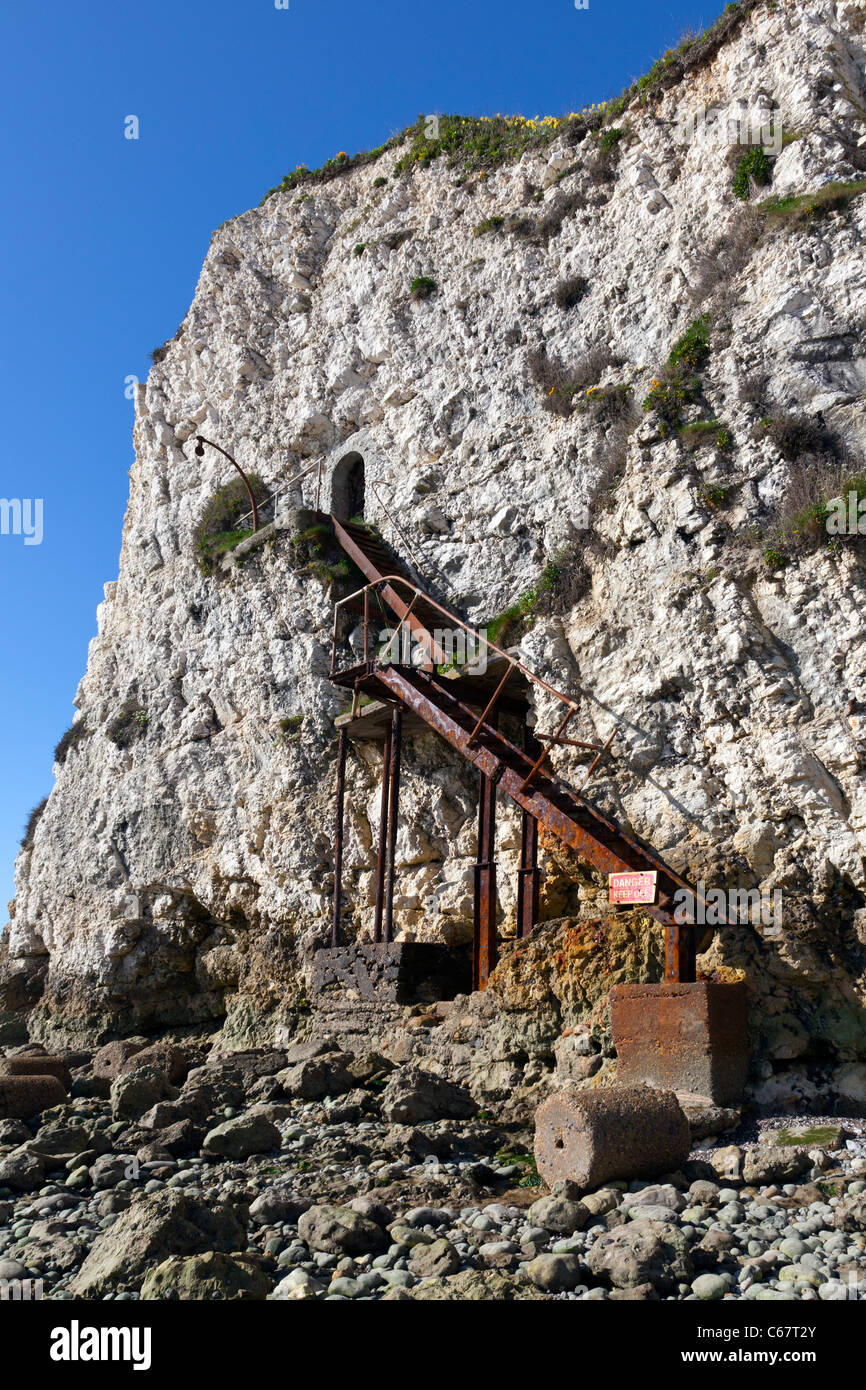 Old rusty iron stairs steps Freshwater cliff IOW Isle of Wight dangerous unstable steep chalk cliff-face entrance - Stock Image
