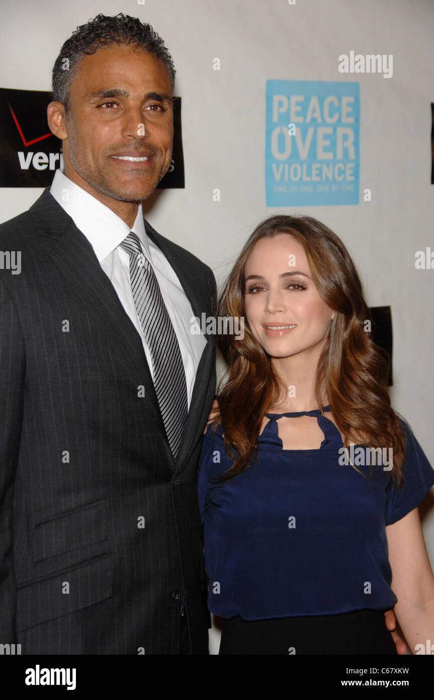 Rick Fox, Eliza Dushku at arrivals for Peace Over Violence 39th Annual Humanitarian Awards, Beverly Hills Hotel, - Stock Image