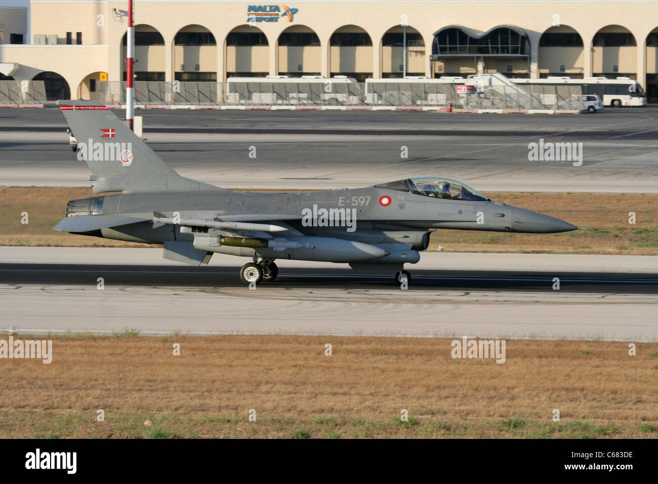 Danish Air Force F-16AM jet fighter taxiing for departure from Malta during the Libyan conflict, 31 July 2011 - Stock Image