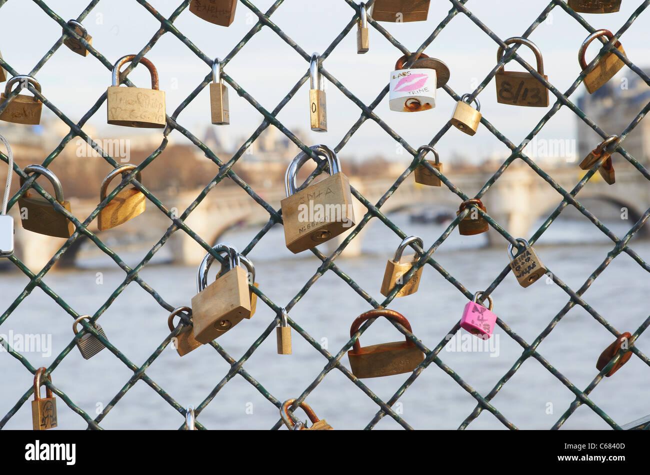 Padlocks on chain link fence - Stock Image