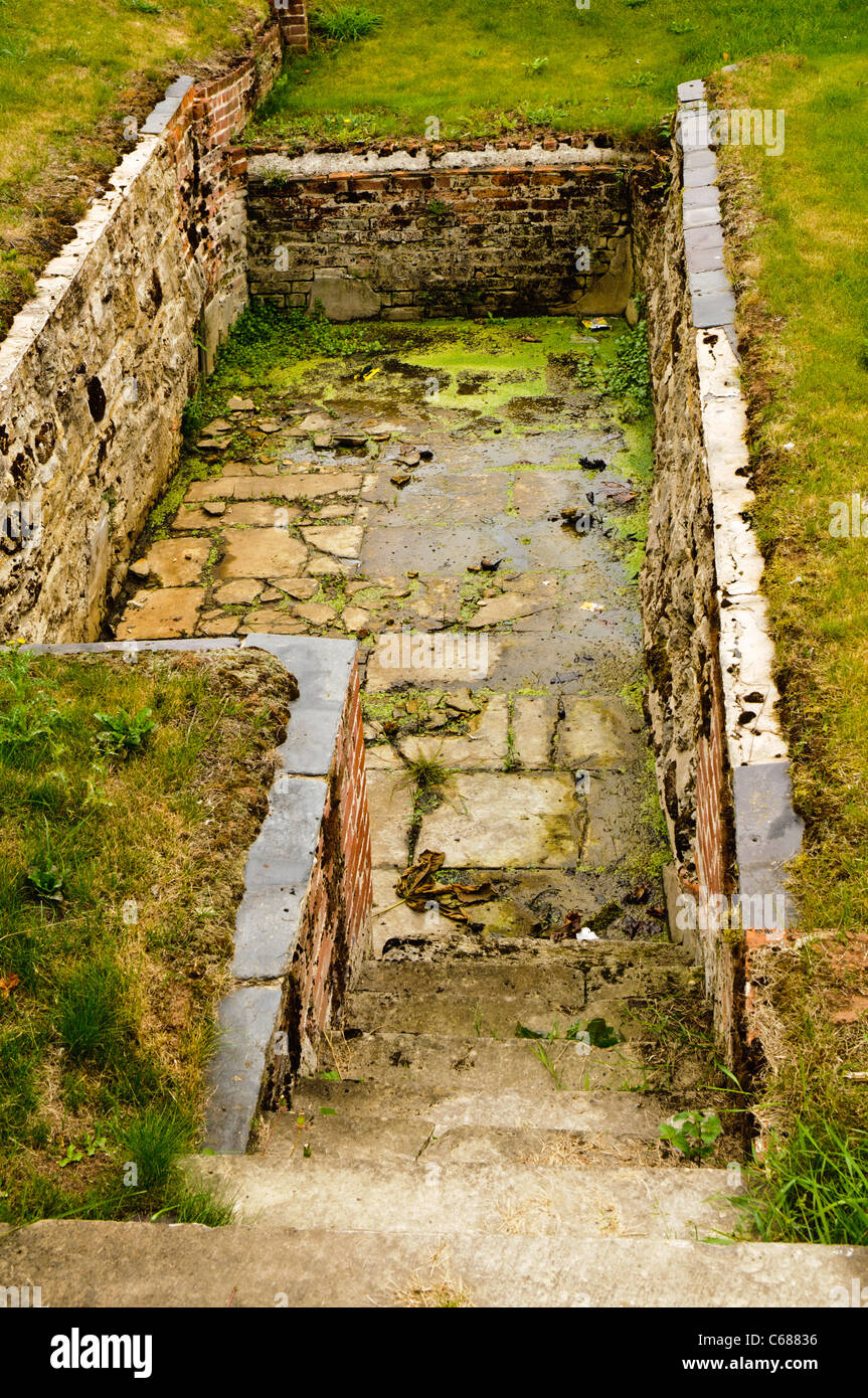 Cold plunge pool at Lydiard House, Swindon (now disused) - Stock Image