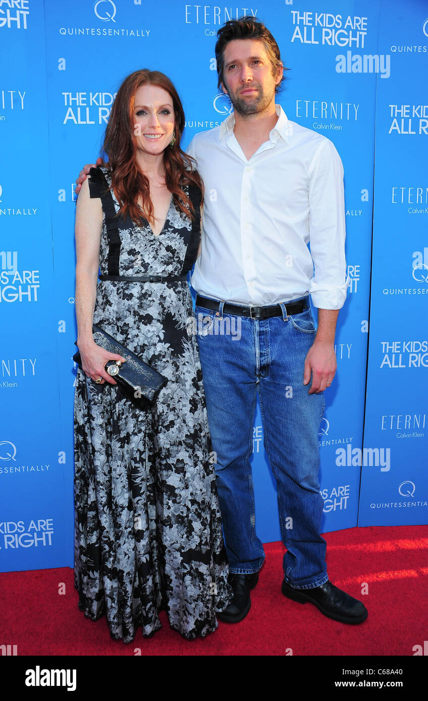 Julianne Moore, Bart Freundlich at arrivals for THE KIDS ARE ALL RIGHT Premiere, Landmark Sunshine Cinema, New York, - Stock Image