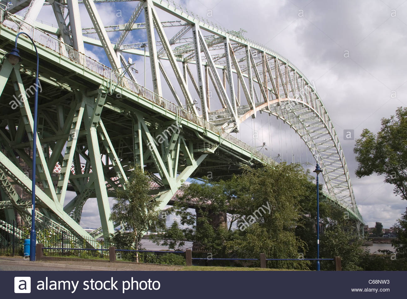bridge to widnes at runcorn an the wirral - Stock Image
