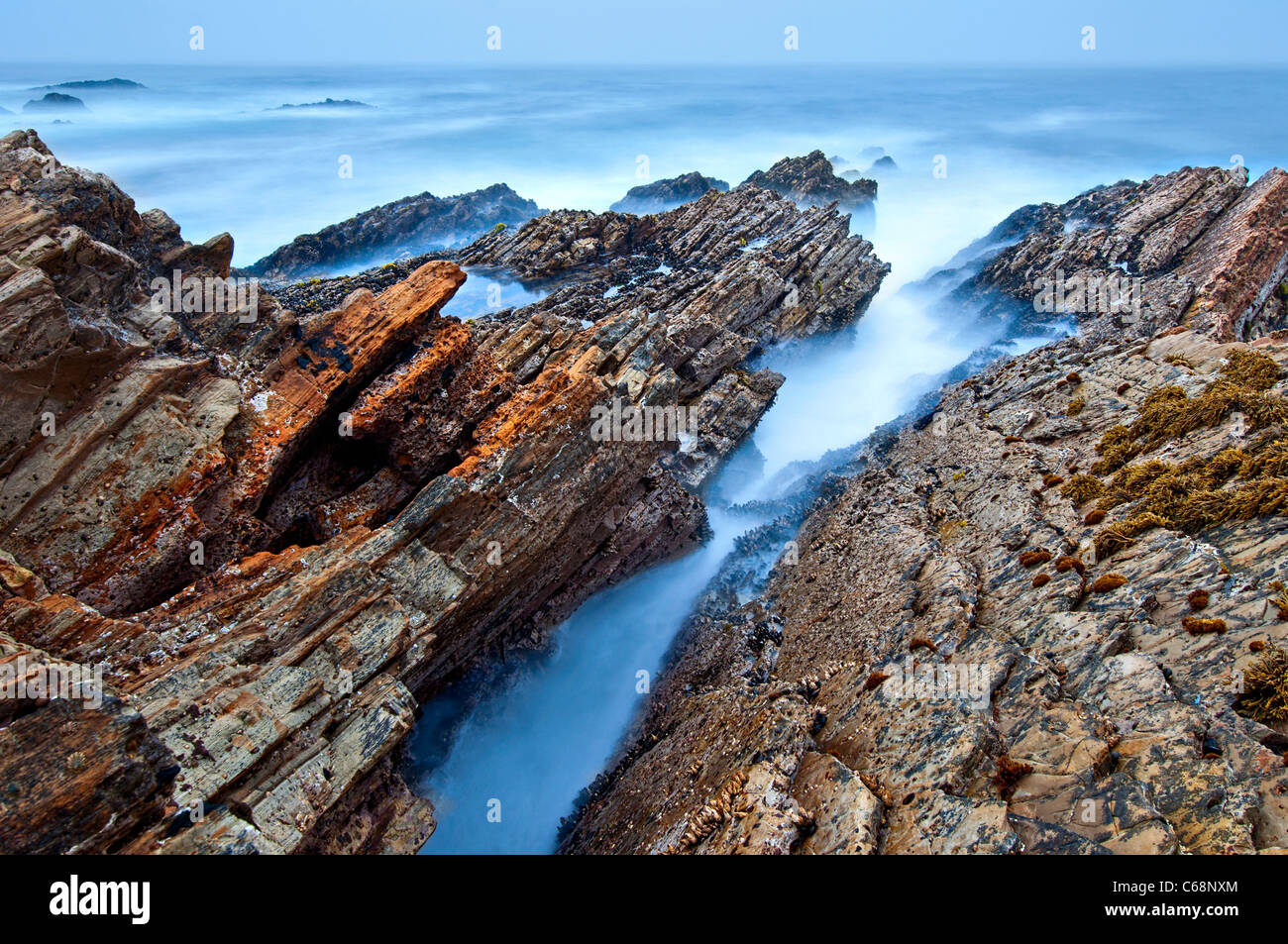The jagged rocks and cliffs of Montana de Oro State Park in California. - Stock Image