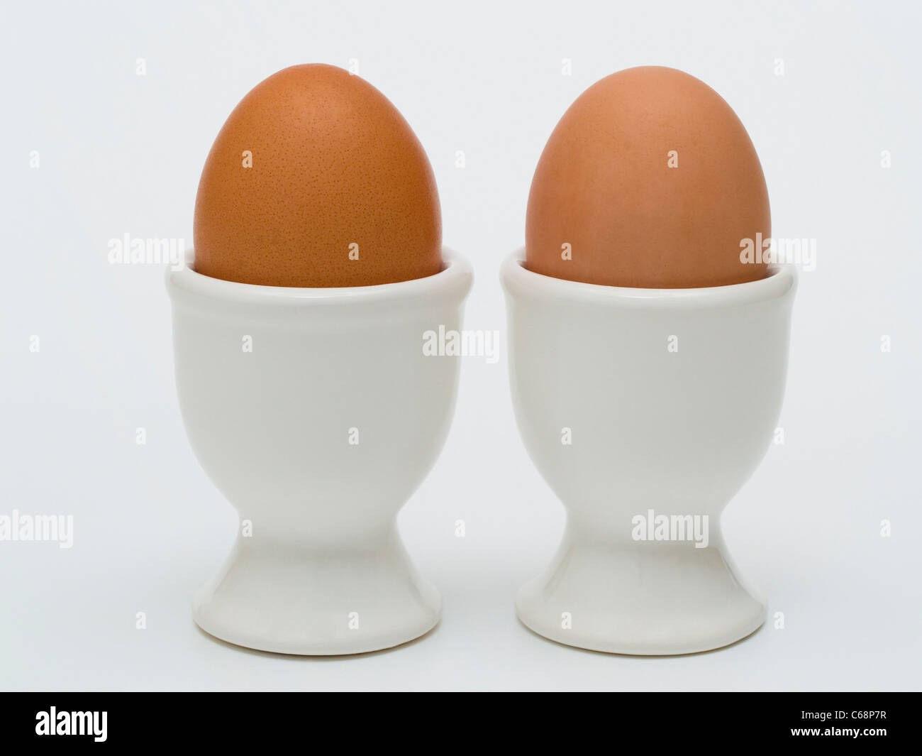 zwei braunes Hühnereier stehen in Eierbechern | two eggcups with two brown hen's eggs - Stock Image