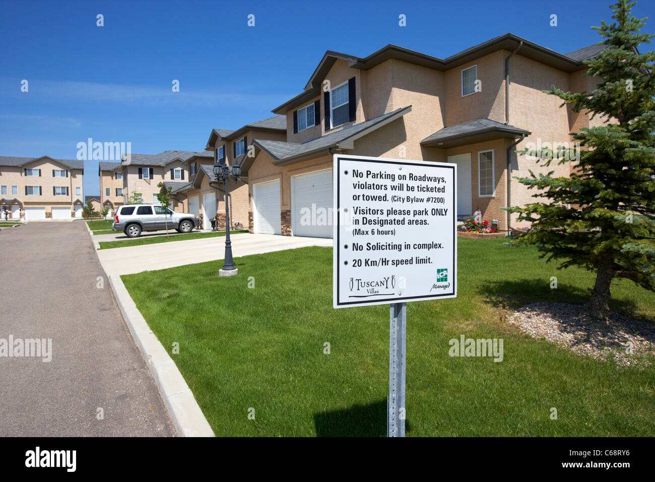 management rules signpost in front of semi detached condominium properties starter homes on managed property Saskatoon - Stock Image