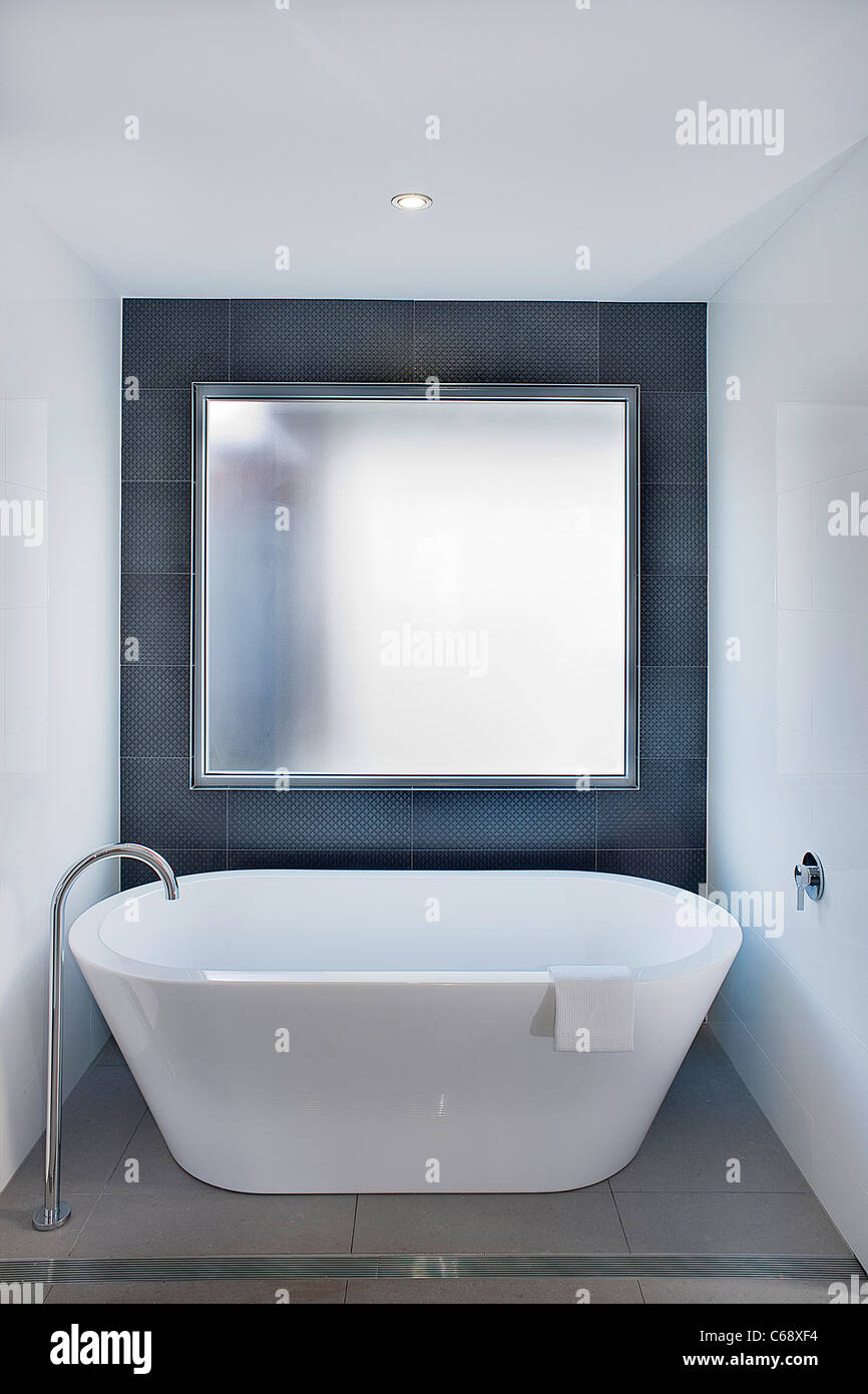 Modern bath tub - Stock Image