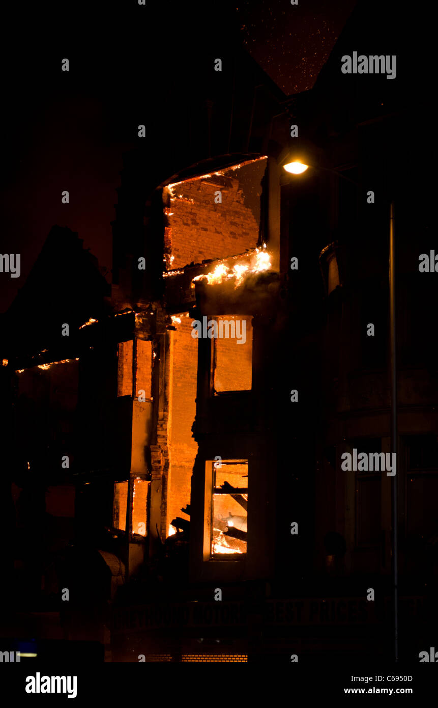 Burning shop Croydon High Street 9th August  2011 riots. - Stock Image