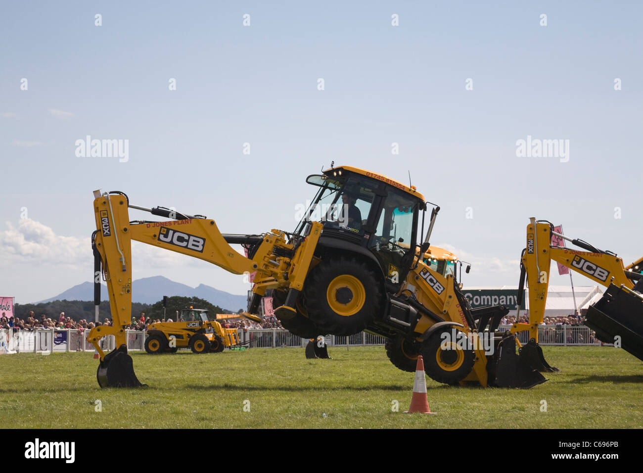 North Wales Demonstration showing the versatility of JCB diggers in showground of agricultural show - Stock Image