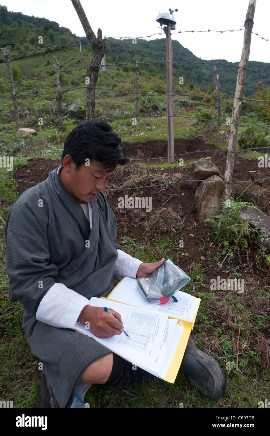 Weater forecast electronic gauge. The Yakpugang farmer community near Mongar. Bhutan - Stock Image