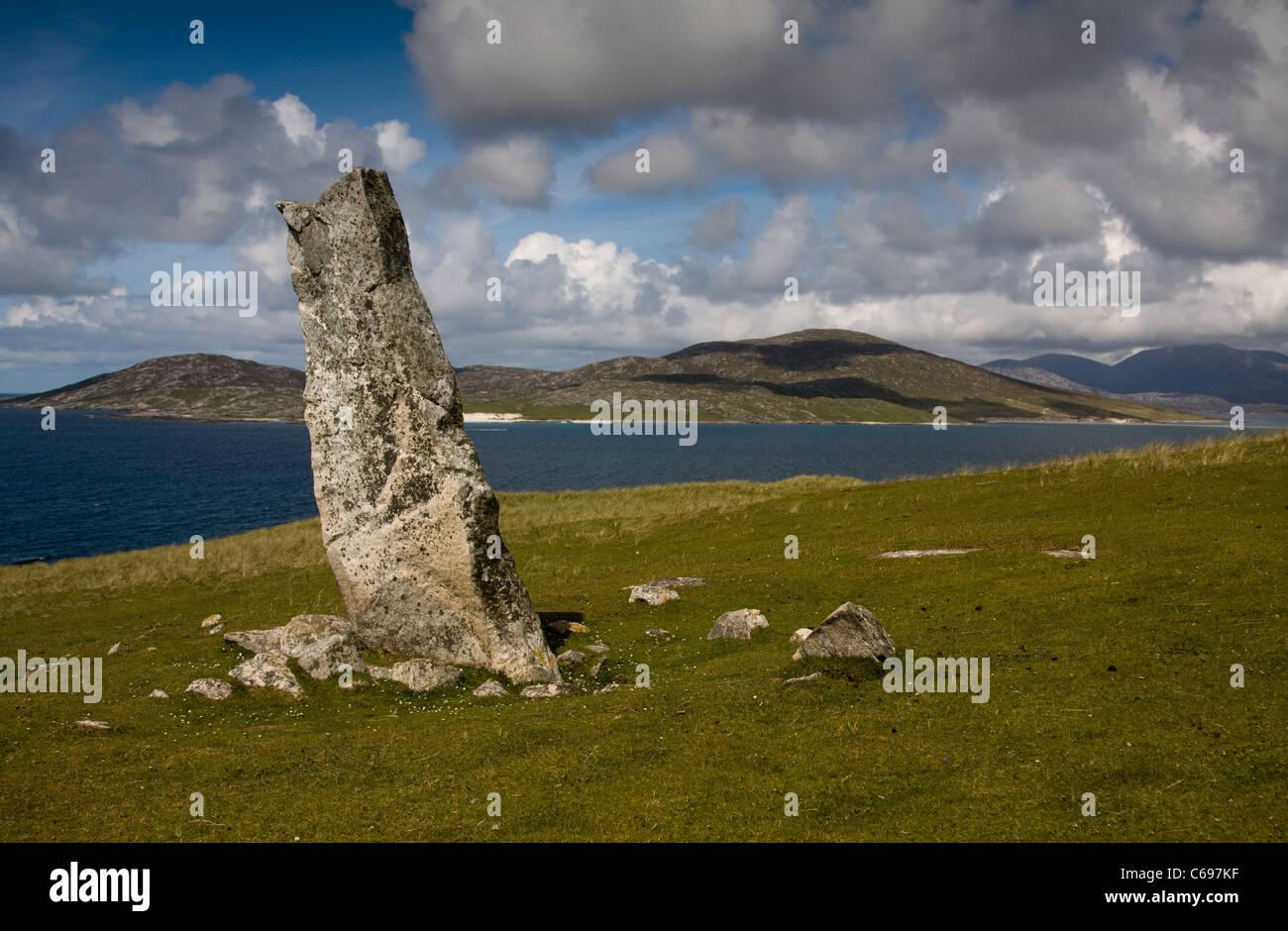 MacLeod's Stone at Nisabost, looking towards the Isle of Taransay, Harris, The Hebrides, Scotland - Stock Image