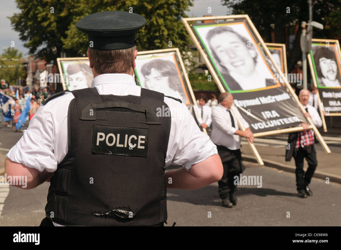 PSNI Officer looks on as Dissident Republicans commemorate the 1981 Hunger Strikes - Stock Image