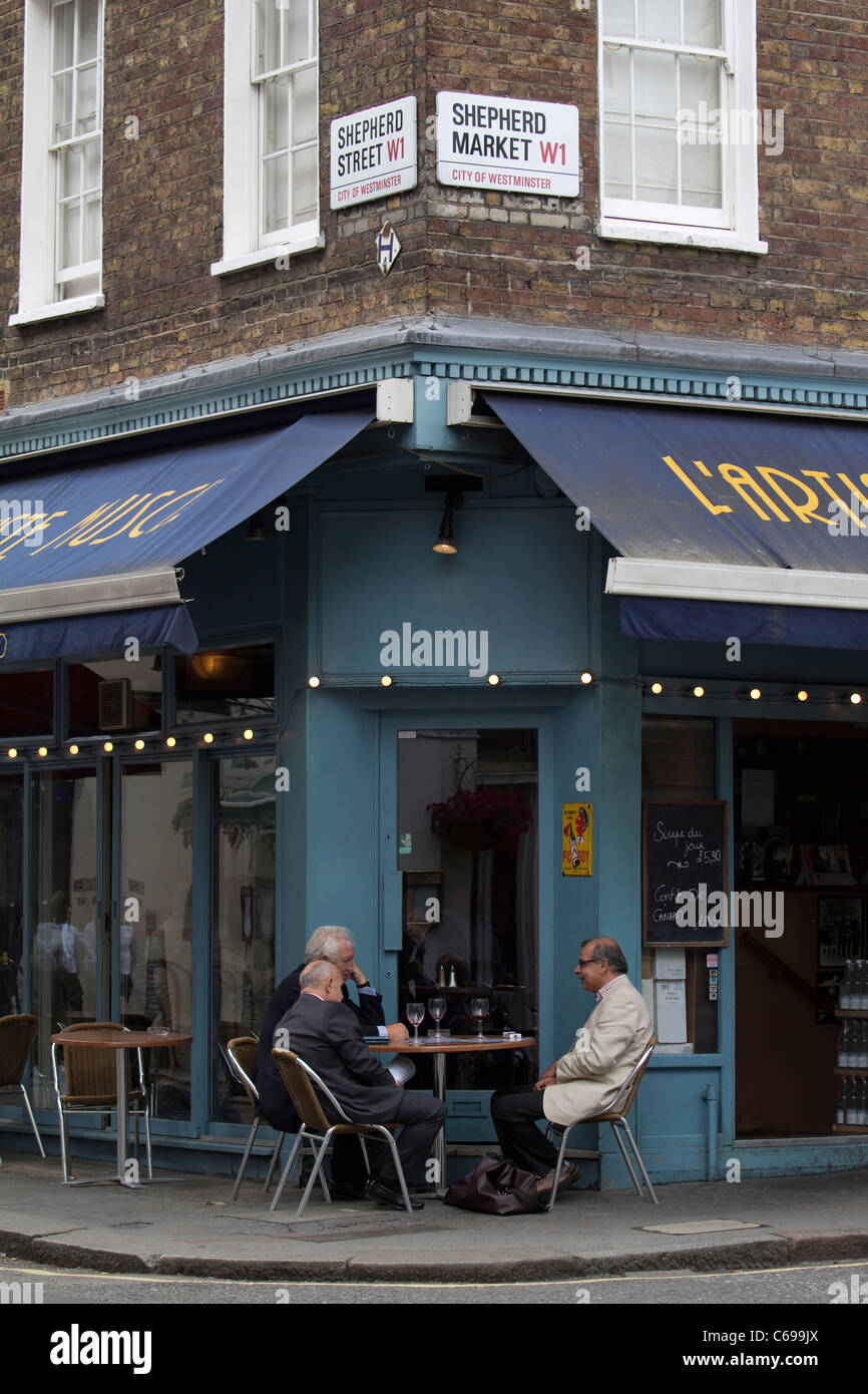 Restaurant in shepherd market london - Stock Image