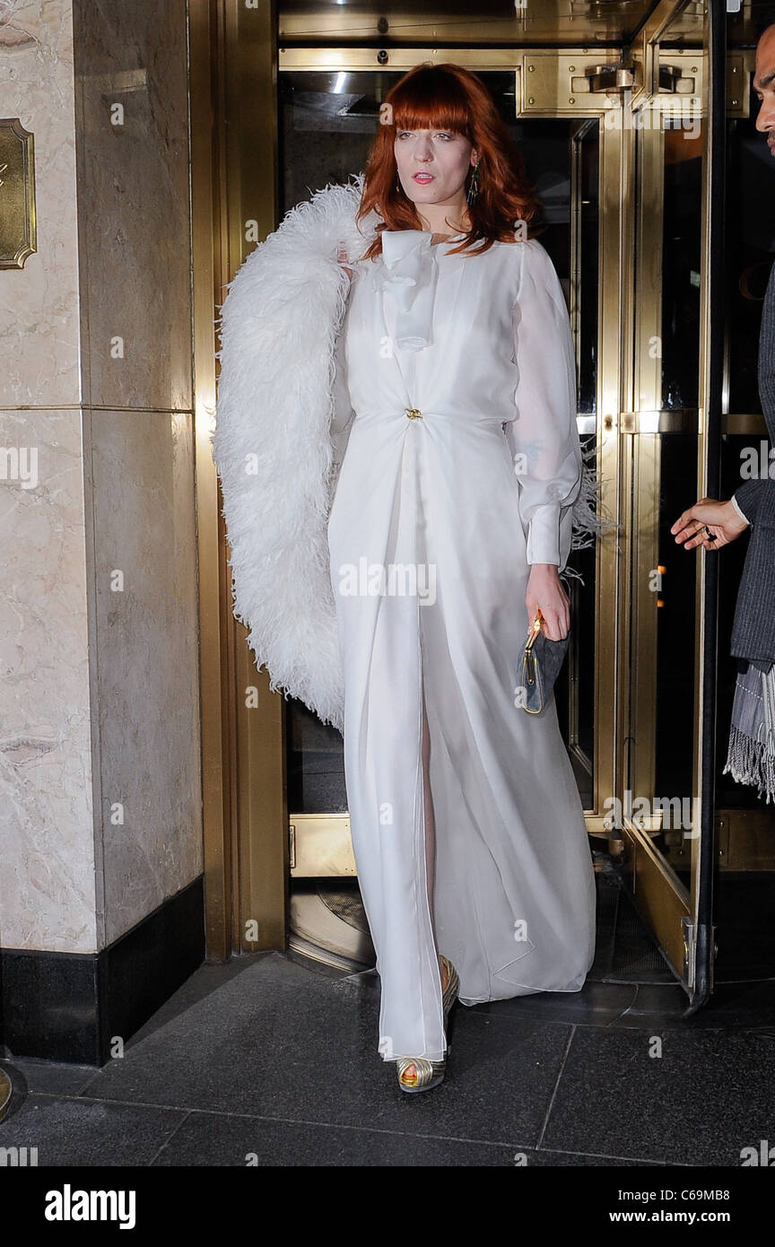 Florence Welch (wearing an Yves Saint Laurent dress), leaves the Carlyle Hotel out and about for CELEBRITY CANDIDS - Stock Image