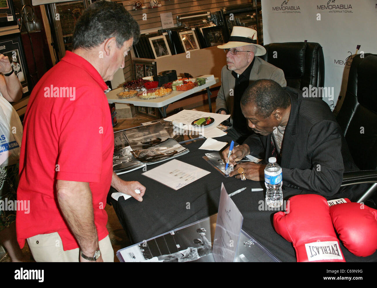 Joe Frazier at in-store appearance for Joe Frazier Meet and Greet at Memorabilia International, Miracle Mile Shops, - Stock Image