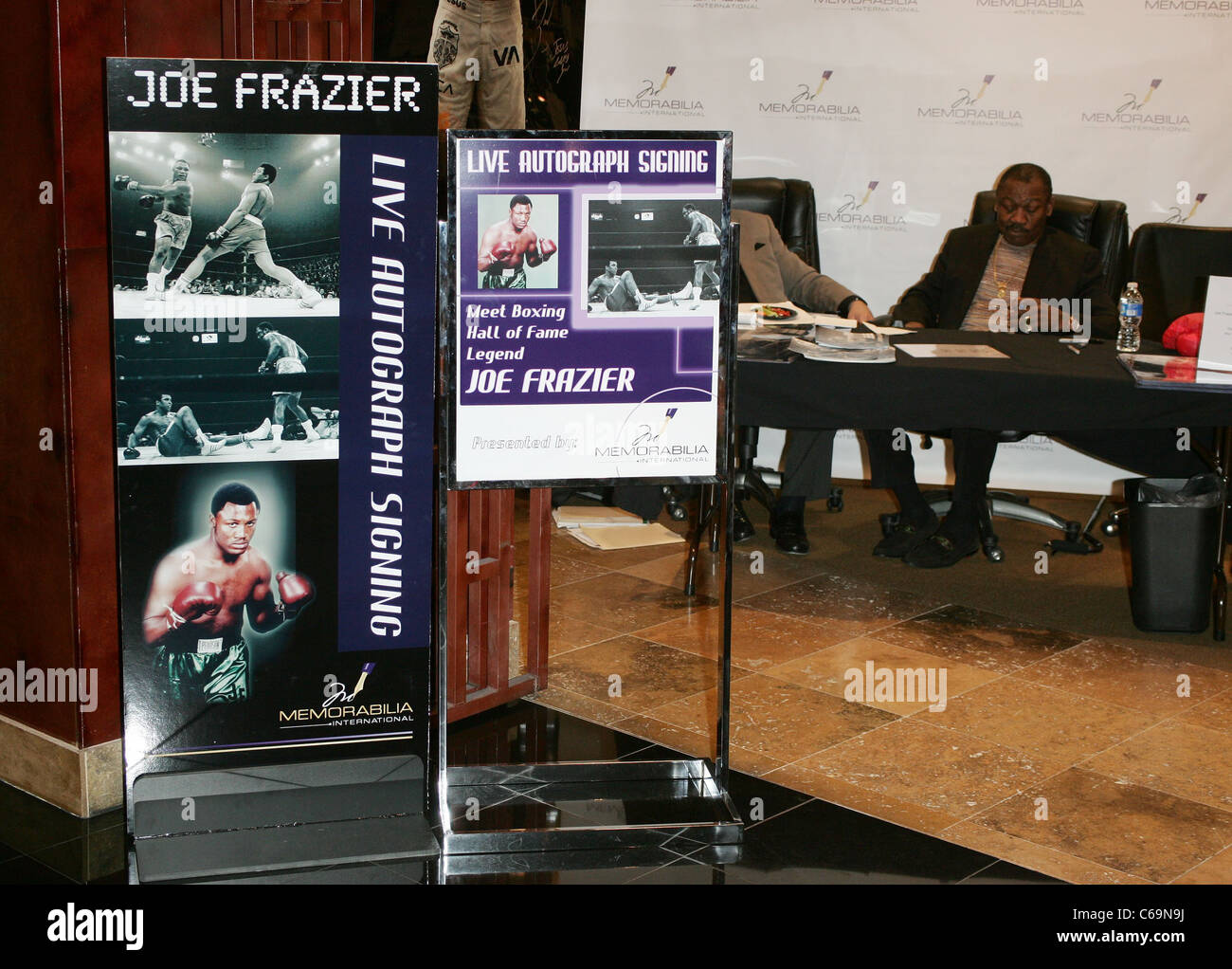 Atmosphere at in-store appearance for Joe Frazier Meet and Greet at Memorabilia International, Miracle Mile Shops, - Stock Image