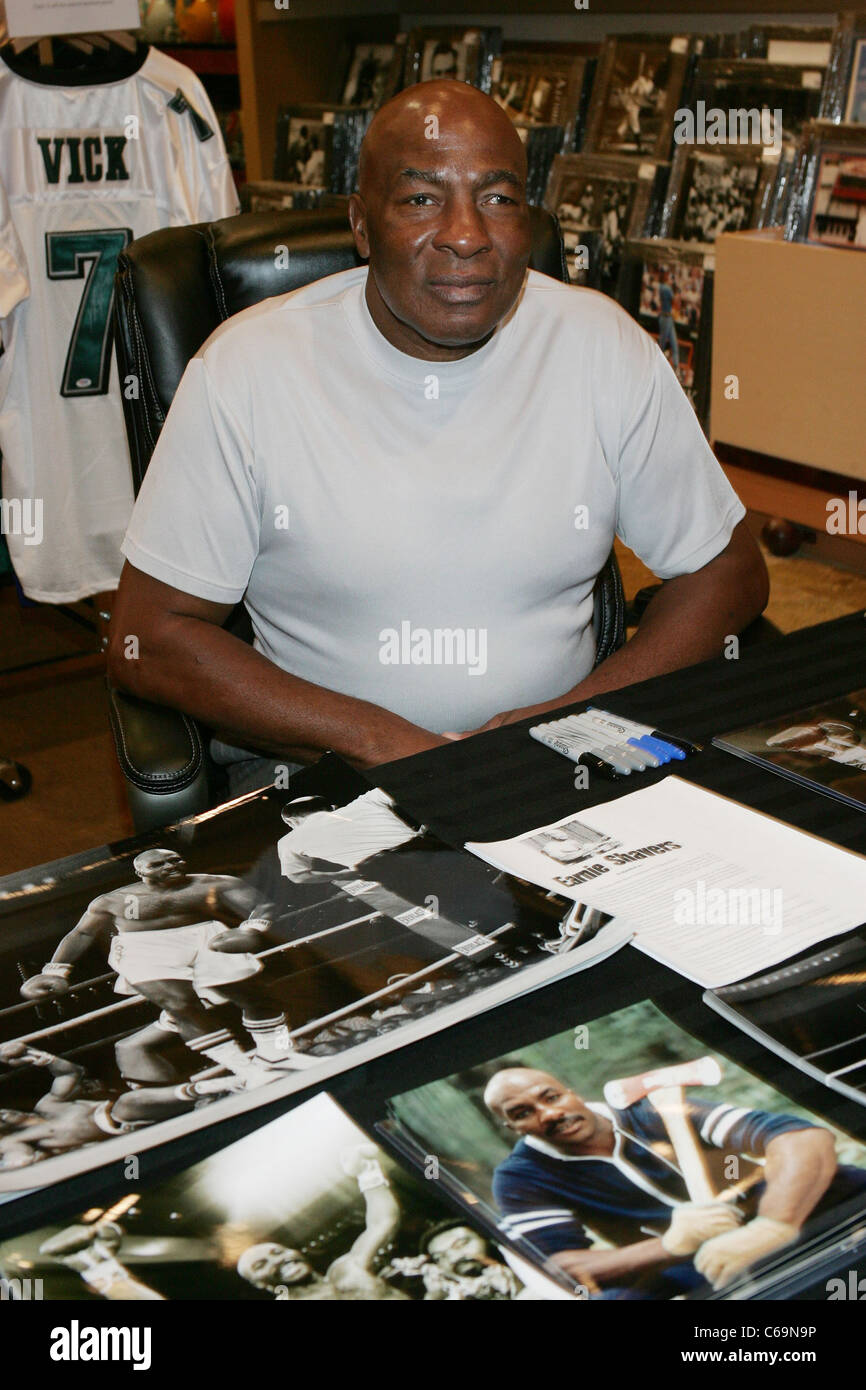 Earnie Shavers at in-store appearance for Joe Frazier Meet and Greet at Memorabilia International, Miracle Mile - Stock Image