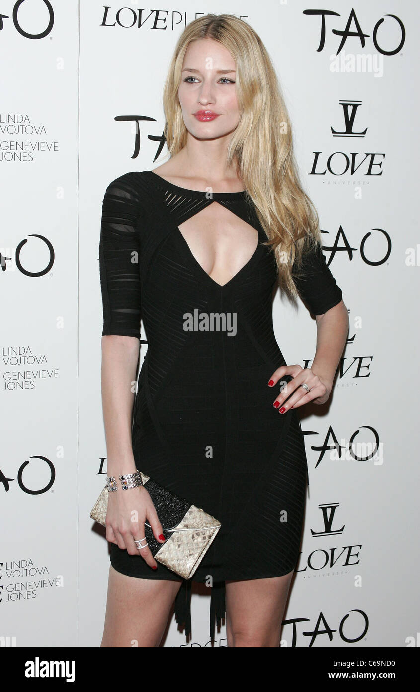 Linda Vojtova, clutch by Khirma Eliazov in attendance for Love Universe Launch Party at TAO, TAO Nightclub at The - Stock Image