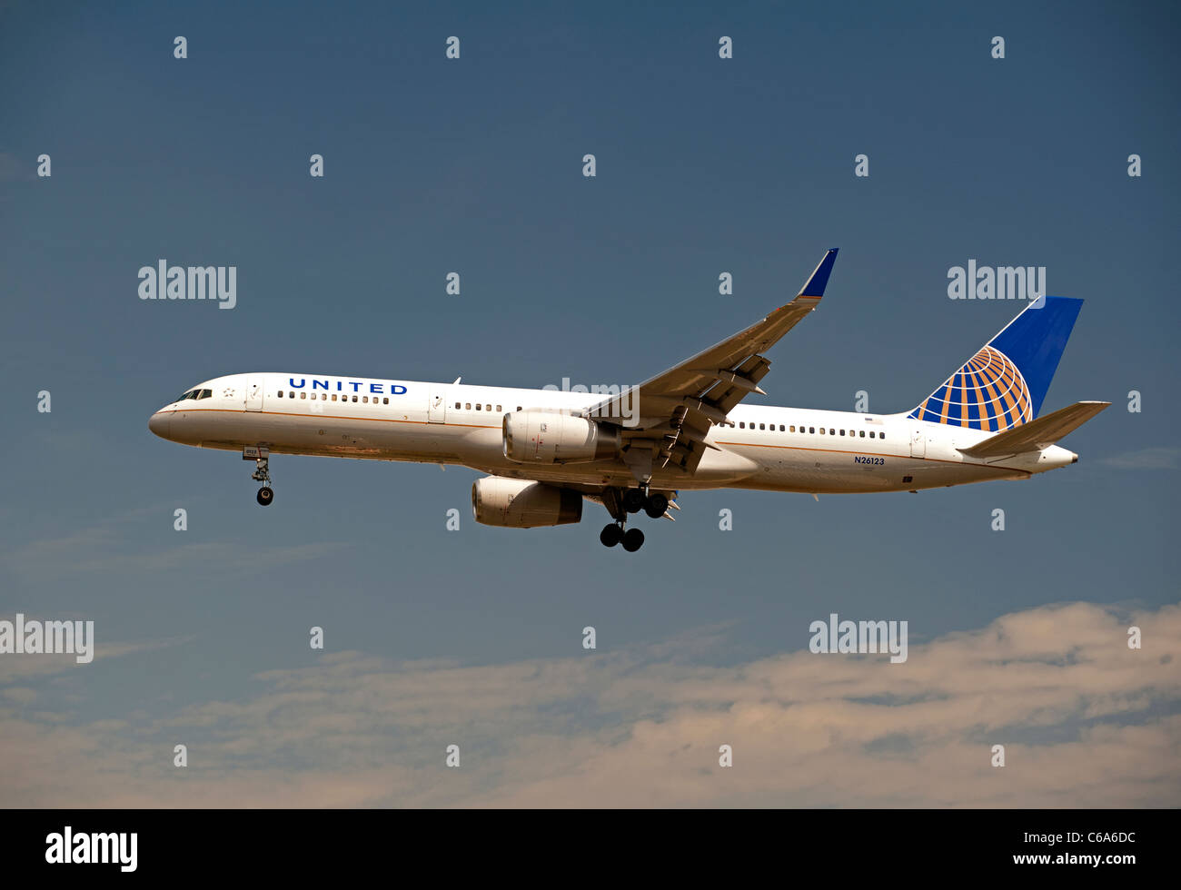 United Airlines (Continental Airlines) Boeing 757-224  approaching London Heathrow airport LHR.   SCO 7565 - Stock Image