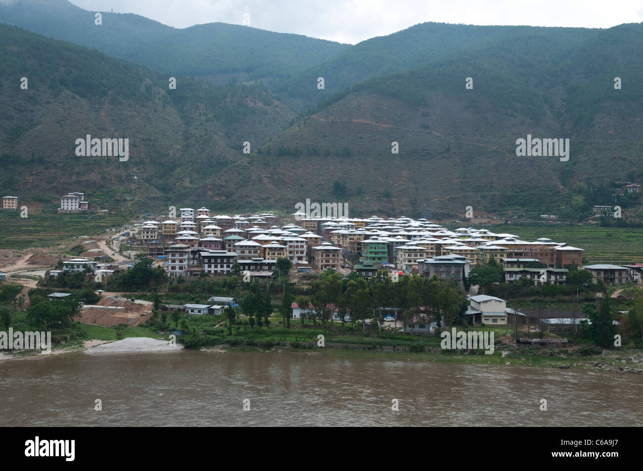 View of the new city of Wangdue with river and mountains. bhutan - Stock Image
