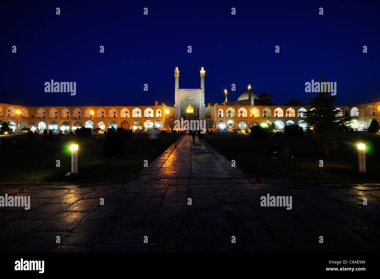 Night shot from Nagshe Jahan Square with Shah Mosque (Imam Mosque) in background, Isfahan Iran. - Stock Image