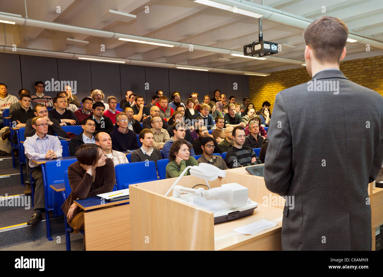 University cross-disciplinary research vision lecture students lecturer University of Southampton Highfield campus - Stock Image