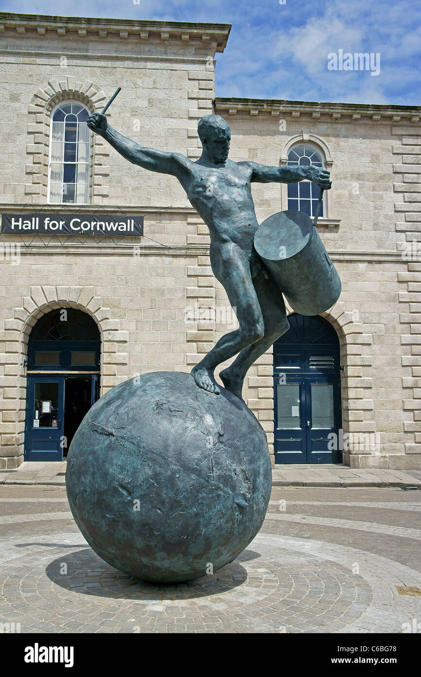 The ' Drummer ' a sculpture of Bronze with Cornish Tin and Copper by artist Tim Shaw on Lemon Quay Truro, - Stock Image