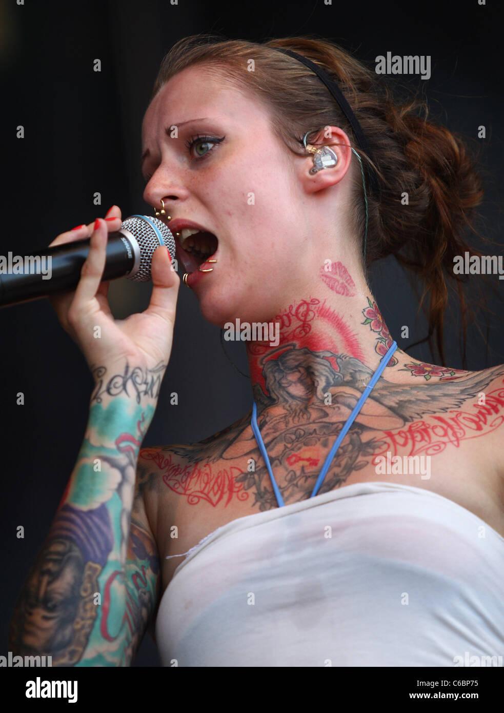 Weist piercings jennifer Clitoris Piercing: