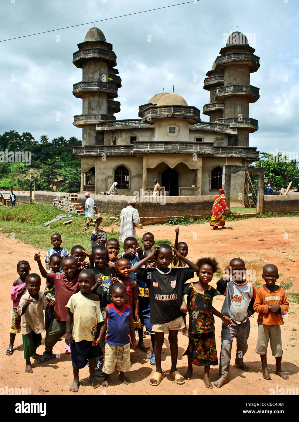 Liberian children and mosque in a small village near Bolahun, Liberia, West Africa - Stock Image