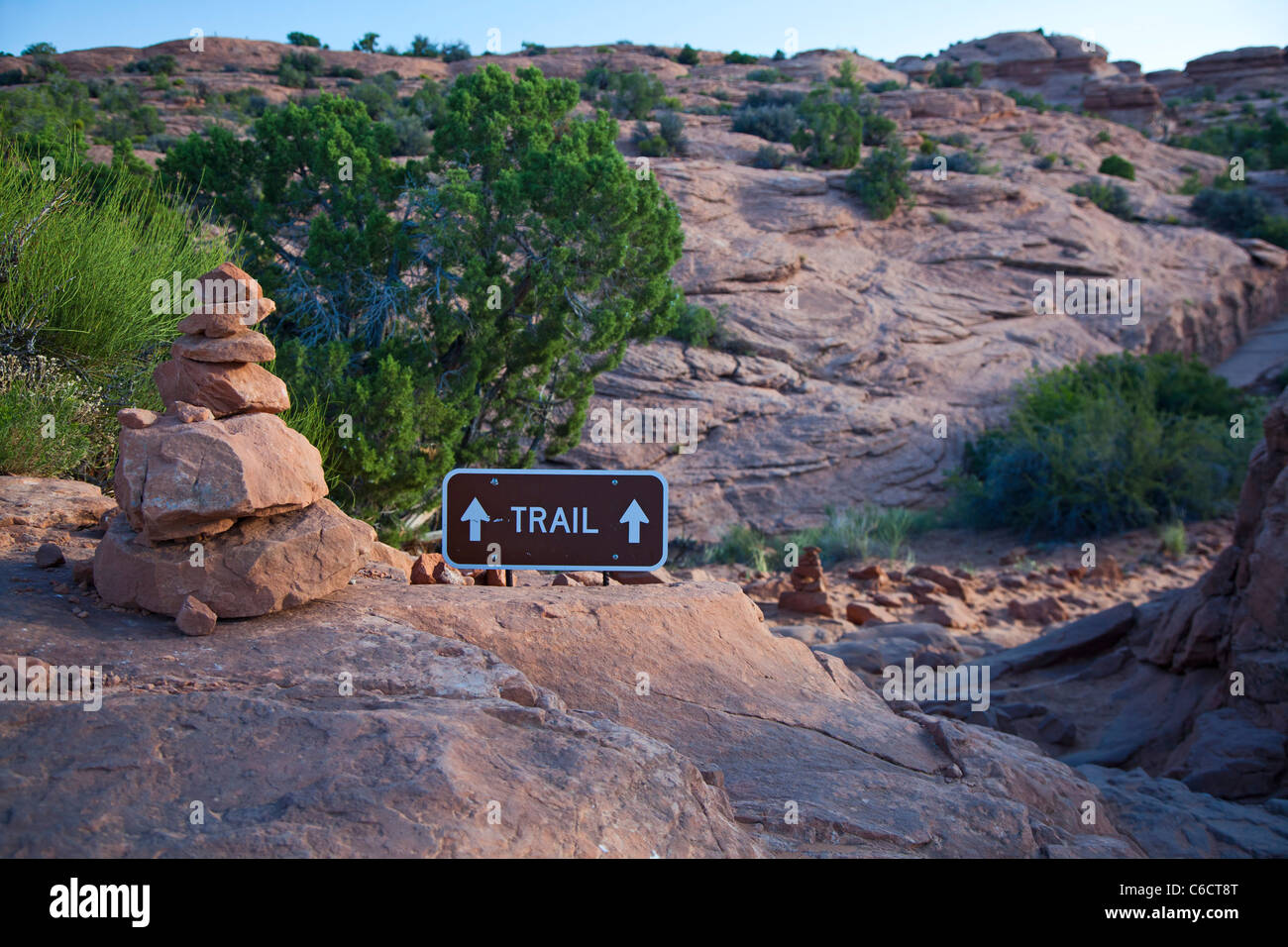Moab, Utah - A cairn and a sign mark the trail to Delicate Arch in Arches National Park. - Stock Image