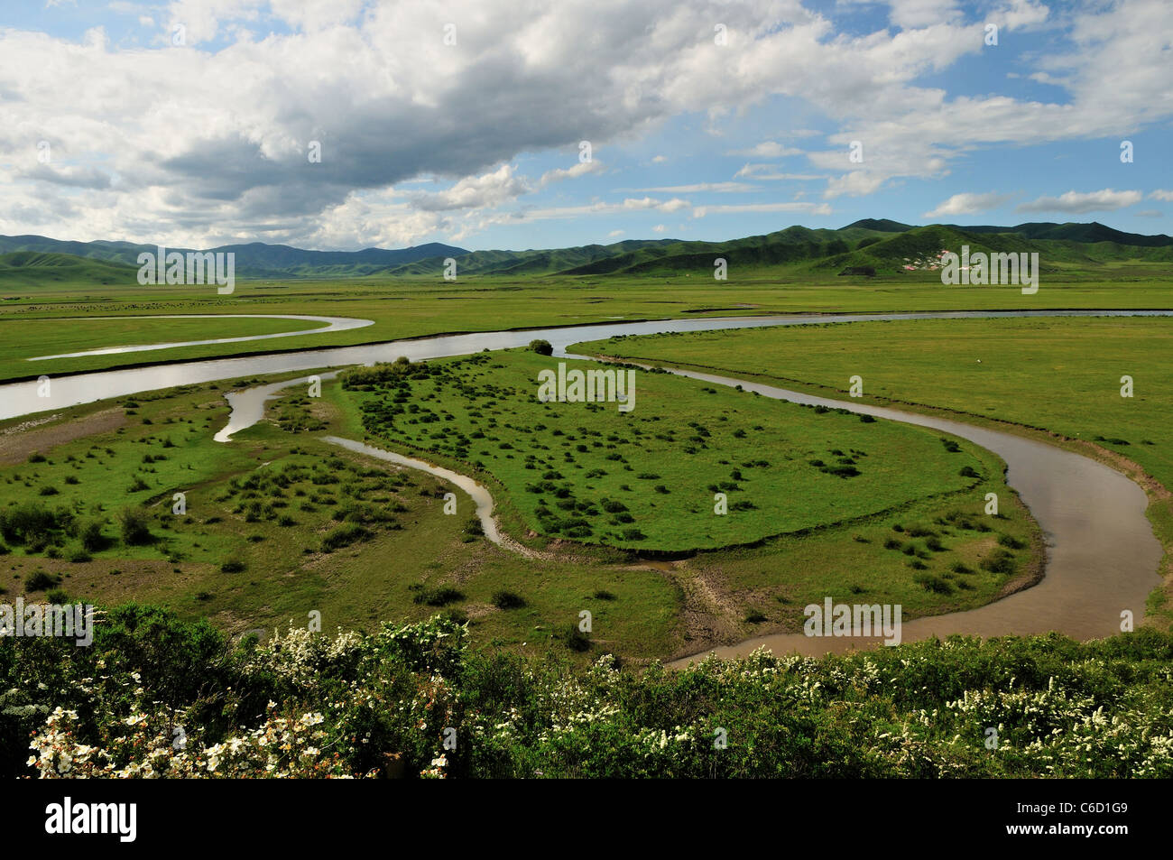 A oxbow lake along the meandering river channel. Hongyuen, Sichuan, China. - Stock Image