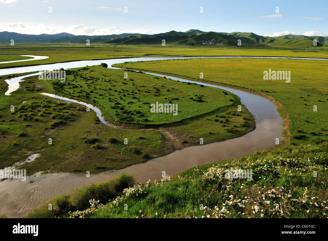 An oxbow lake along the meandering river channel. Hongyuen, Sichuan, China. - Stock Image