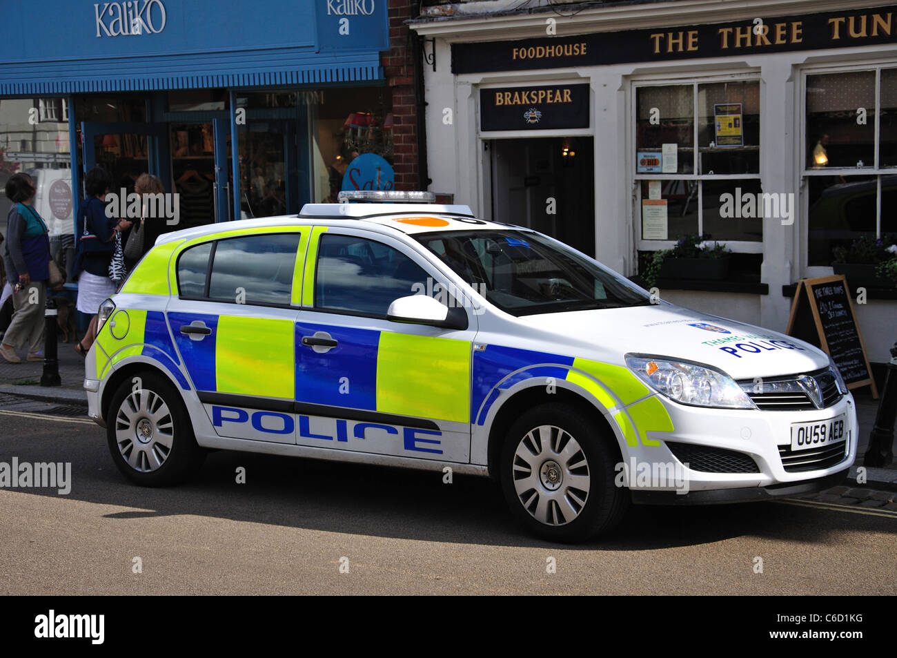 Police car parked in Market Place, Henley-on-Thames, Oxfordshire, England, United Kingdom - Stock Image