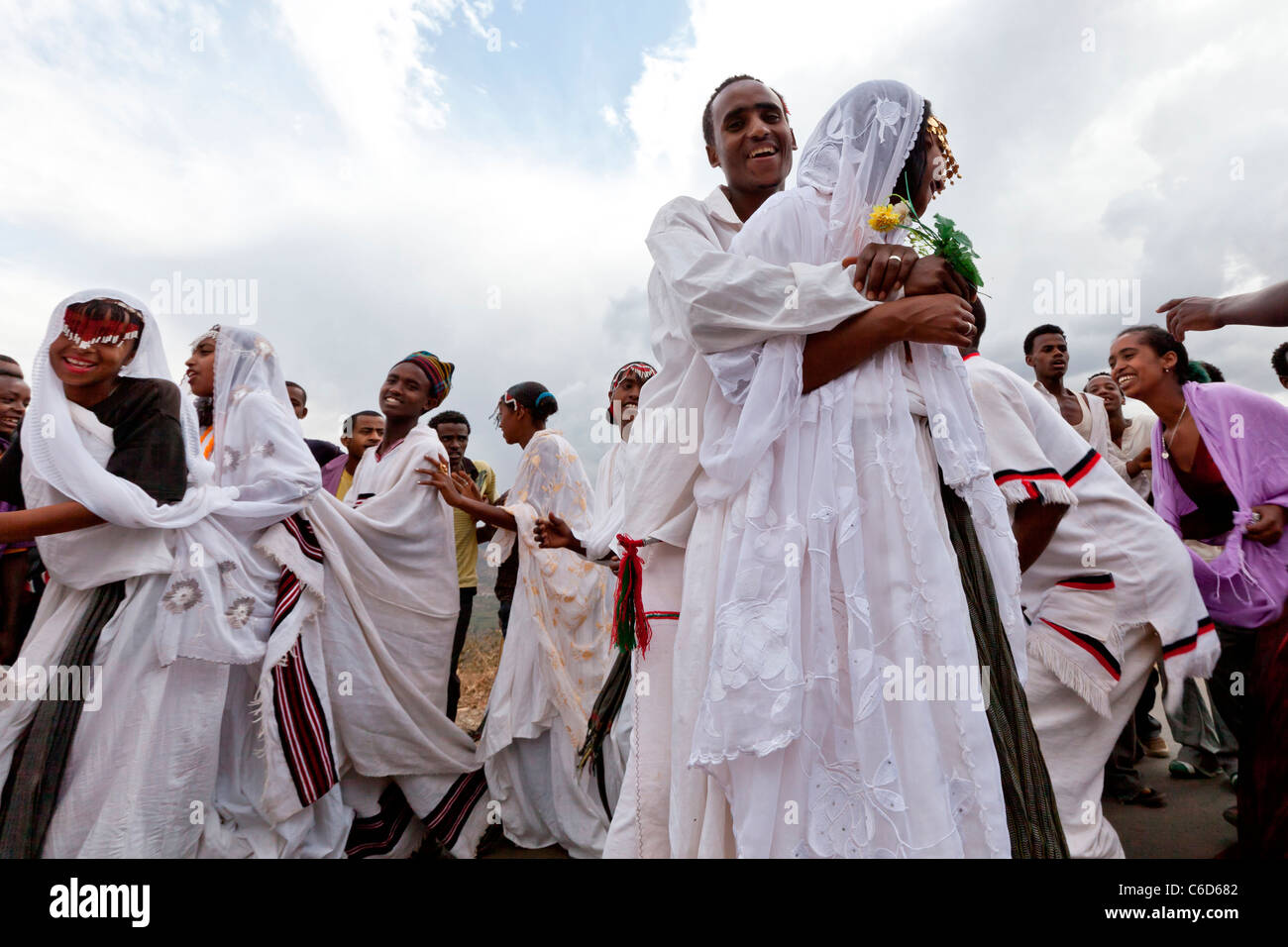 Traditional Oromo wedding celebrations taking place on the road to Harar in the Eastern Highlands, Ethiopia, Africa. Stock Photo