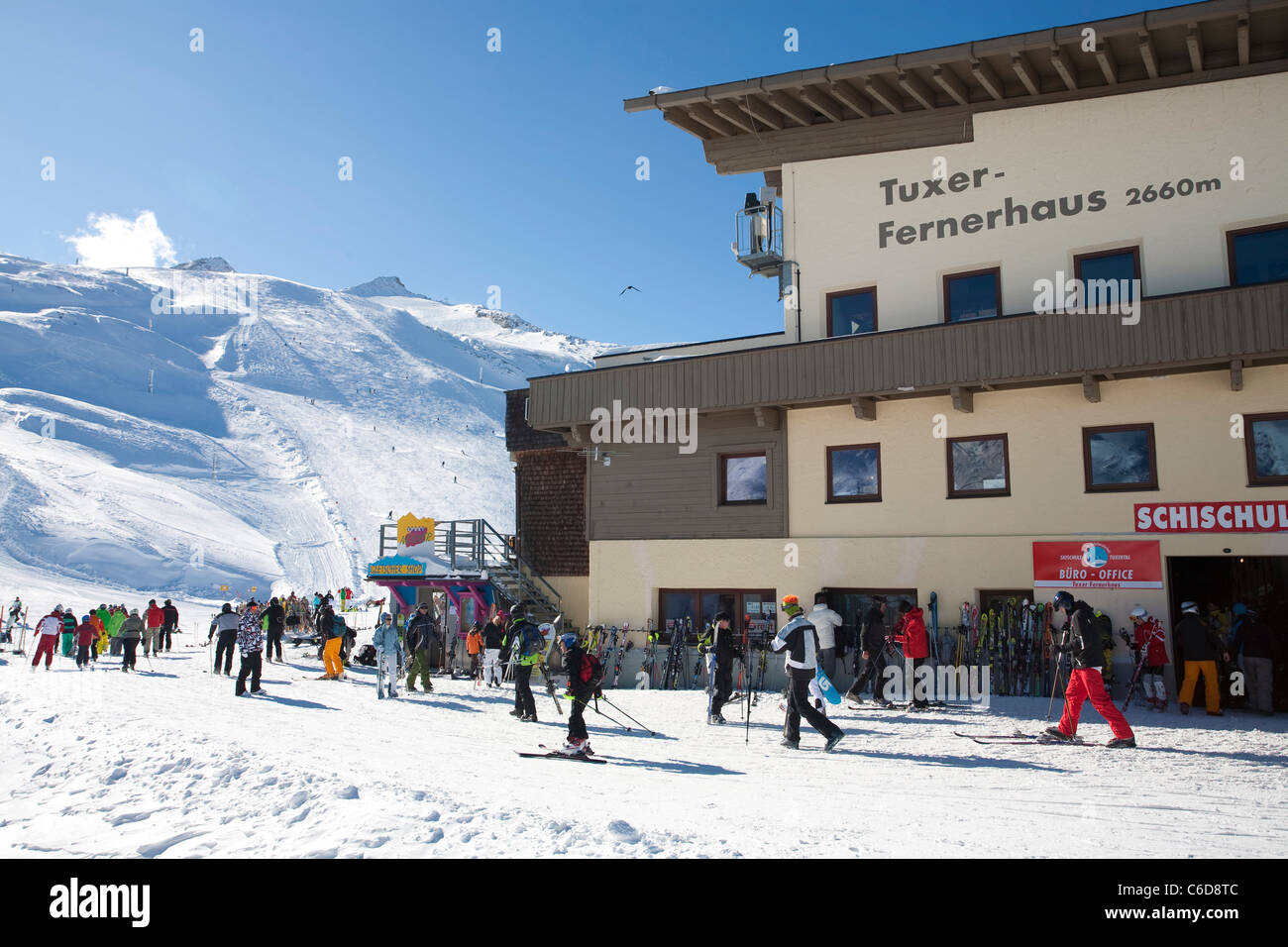 Skifahrer am,Tuxer Fernerhaus, Skier at the,Tuxer Ferner house - Stock Image