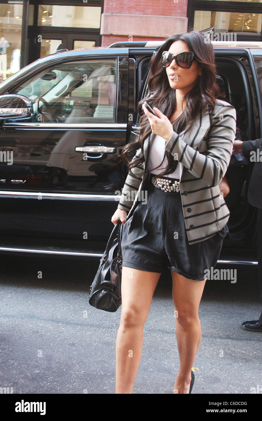 Kim Kardashian arriving in SoHo for a spot of retail therapy. New York City, USA - 01.07.10 Anthony Dixon - Stock Image
