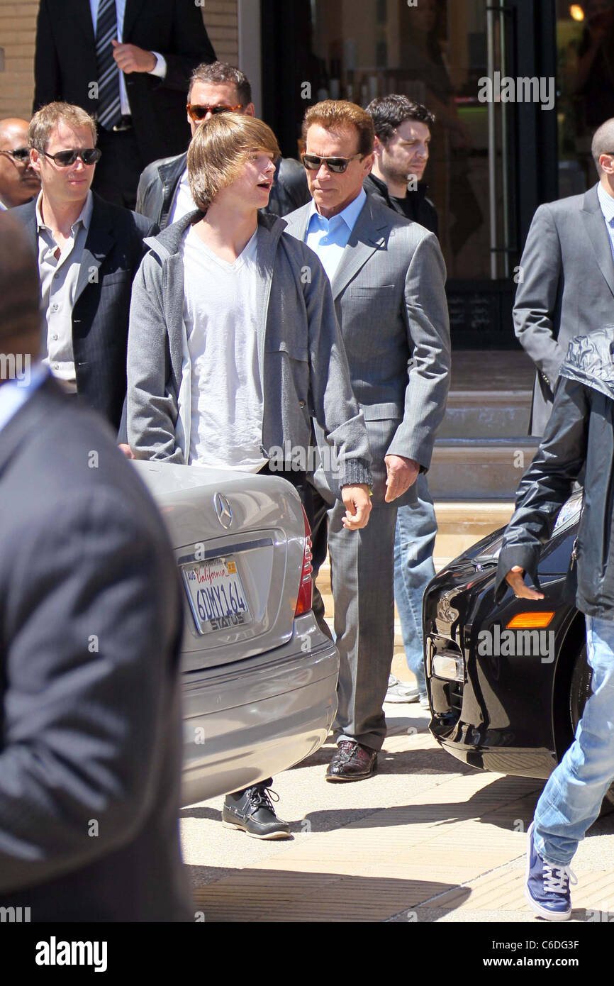 Partick and Arnold Schwarzenegger seen leaving Barney's of New York with a group of friends and family. Los - Stock Image