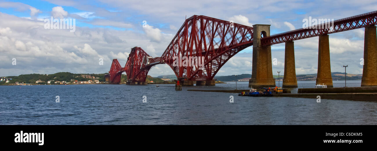 World famous Forth Rail Bridge spanning the Firth of Forth, Scotland. - Stock Image