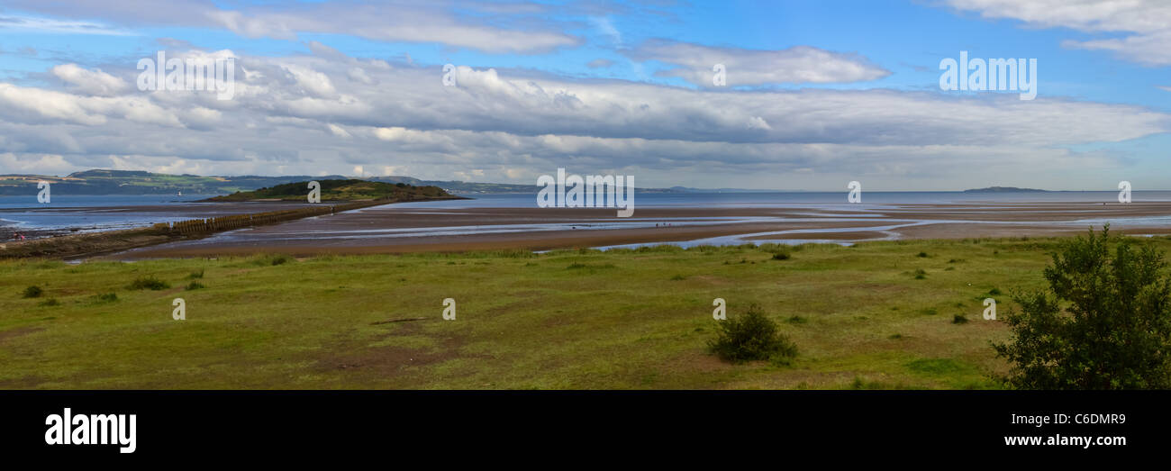 Panoramic view of Cramond Island and Inchkeith island in the Firth of Forth, eastern Scotland, near Edinburgh. - Stock Image