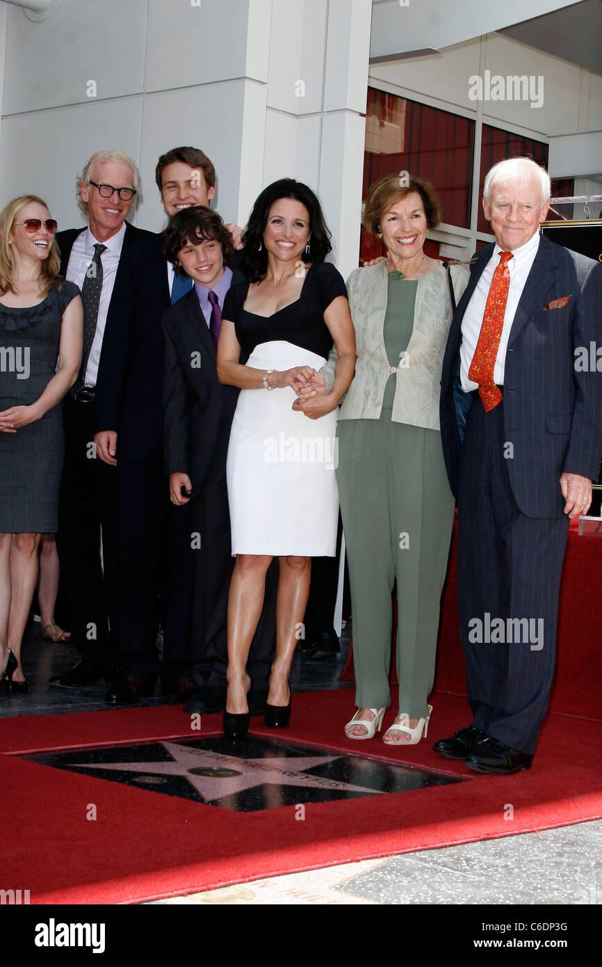 Julia Louis Dreyfus And Family Julia Louis Dreyfus Is