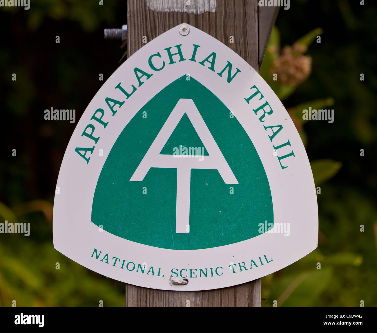 APPALACHIAN TRAIL, VIRGINIA, USA - AT sign on trail to McAfee Knob on Catawba Mountain, near city of Roanoke. - Stock Image